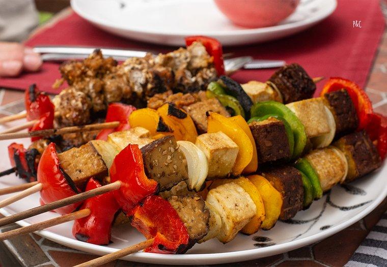 Barbecue vegan (brochettes et aubergines grillées)