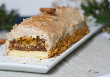 Bûche de Noël vegan poires-chaï-praliné (sans moule)