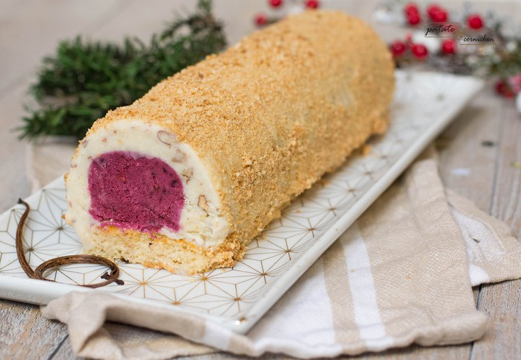 Bûche glacée vegan vanille-noix de pécan-fruits rouges