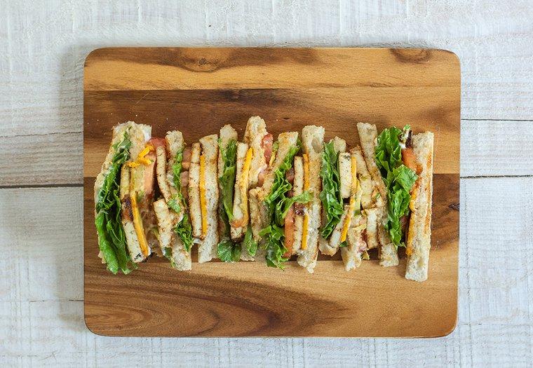 Club sandwich au tofu grillé