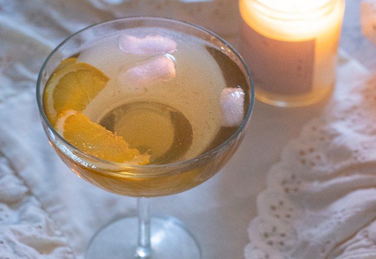 Cocktail à l'amaretto et thé earl grey