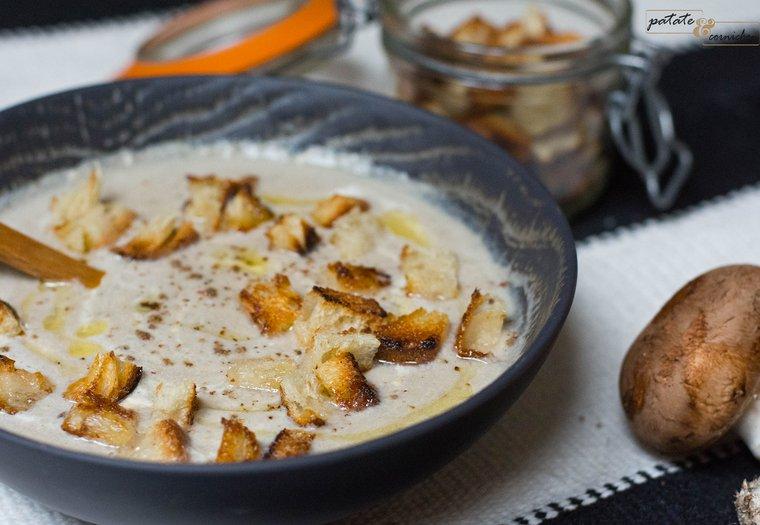 Crème de champignons et croûtons