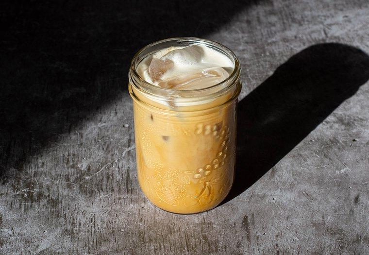 Latte glacé crémeux à la noix de coco