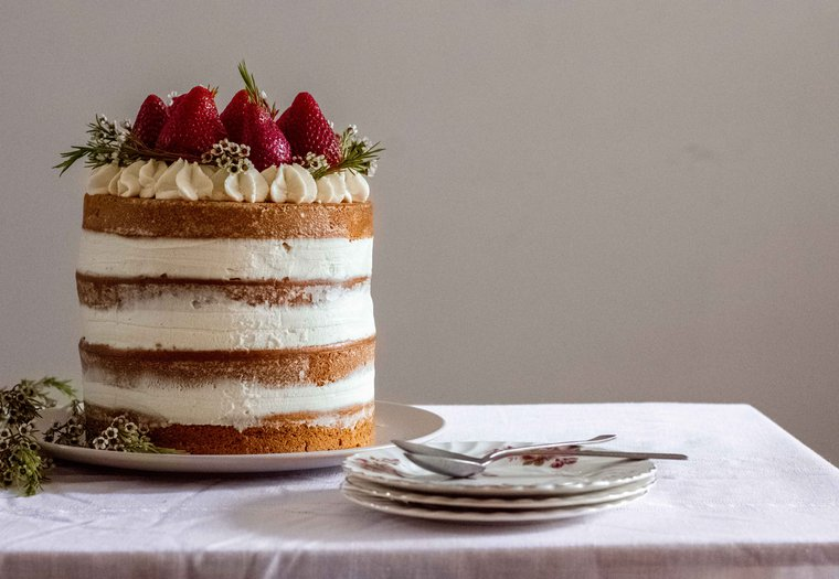Naked cake végane facile vanille - fraise