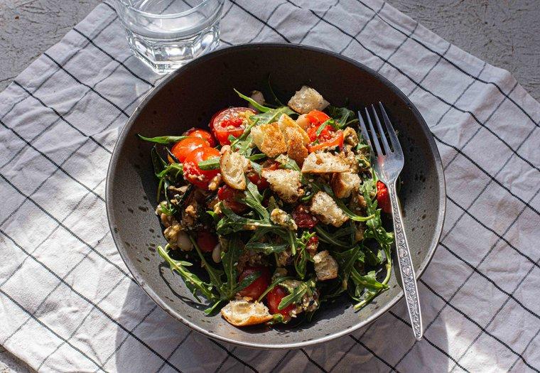 Salade de légumes grillés et croûtons