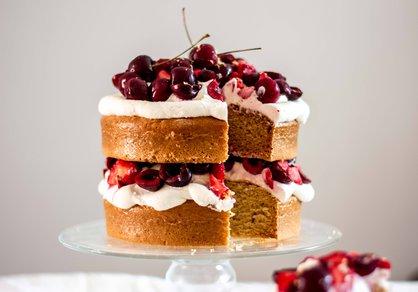 Shortcake végane aux cerises, citron et fraises