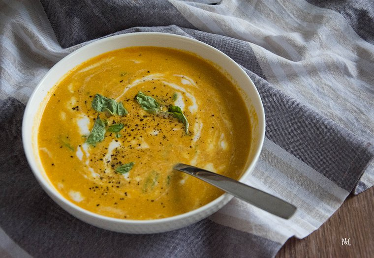 Soupe complète au lait de coco et lentilles corail