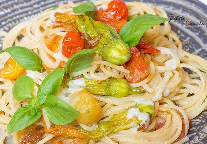 Spaghetti aux fleurs de courgette et crème à la noisette